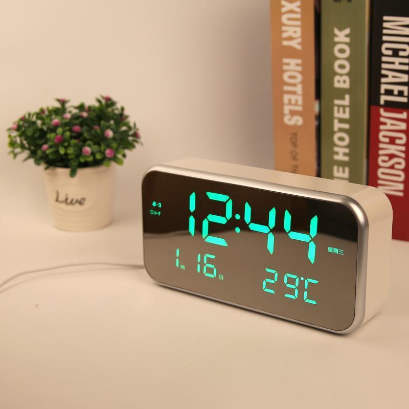 厂家新款LED音乐闹钟 超大屏床头客厅静音台钟 星期显示带记忆功能