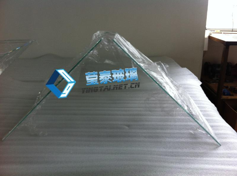 成都全息玻璃,重庆全息镀膜玻璃,绵阳全息投影玻璃厂家订做全息金字塔