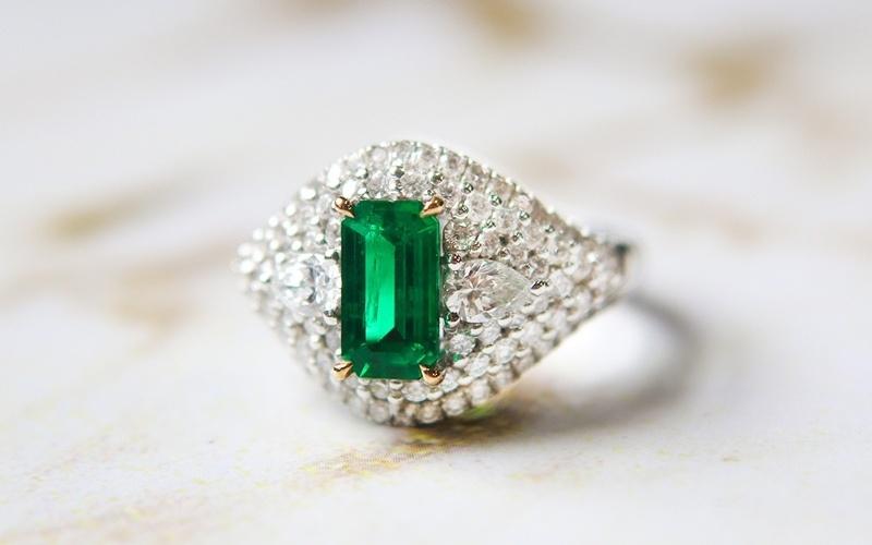 泰勒  专业经营祖母绿戒指、哥伦比亚祖母绿等产品及服务