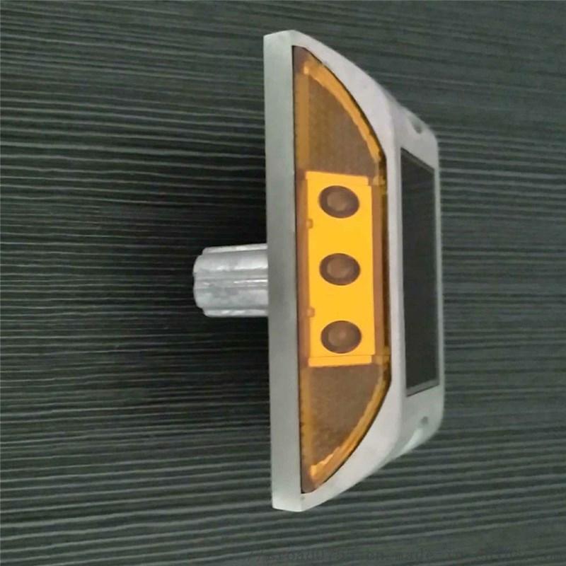 带钉脚太阳能道钉 铸铝外壳